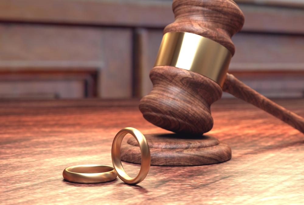 расторжение брака через суд адвокат глаза, полем